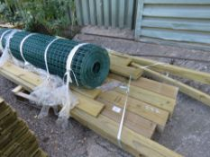 PALLET CONTAINING POSTS AND GREEN WIRE NETTING, 6 FOOT LENGTH.