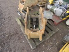 DROMONE 20TONNE HYDRAULIC QUICK HITCH, 80MM PINS, UNTESTED.