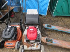 HONDA MOWER WITH COLLECTOR BAG.