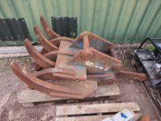 6 FINGER MECHANICAL GRAPPLE ON 65MM PINS FOR 13TONNE EXCAVATOR, WITH LINK BAR AND BRACKET.