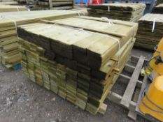 LARGE BUNDLE OF FEATHER EDGE TIMBER FENCE CLADDING @1.2M LENGTH X 10.5CM WIDE APPROX.
