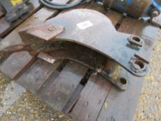 """6"""" TOOTHED EXCAVATOR BUCKET ON 30MM PINS."""