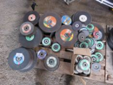 PALLET OF ASSORTED GRINDING/CUTTING DISCS.