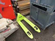 LIFTER HYDRAULIC PALLET TRUCK.