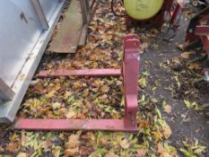 SET OF FORKS FOR COMPACT TRACTOR 3 POINT LINKAGE.