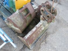 SET OF 3 X EXCAVATOR BUCKETS WITH A MANUAL QUICK HITCH. 35MM PINS.