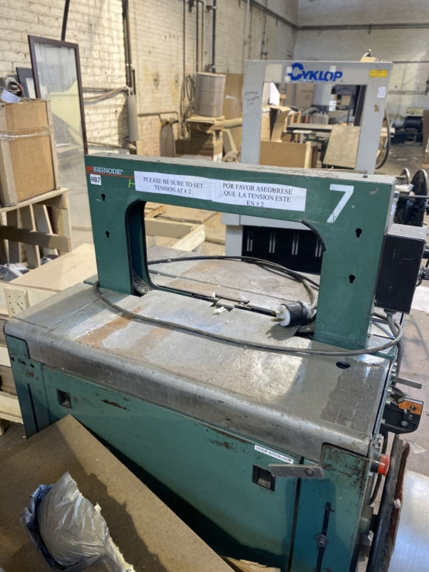 Lot 1032 - 2002 Signode Strapping Machine