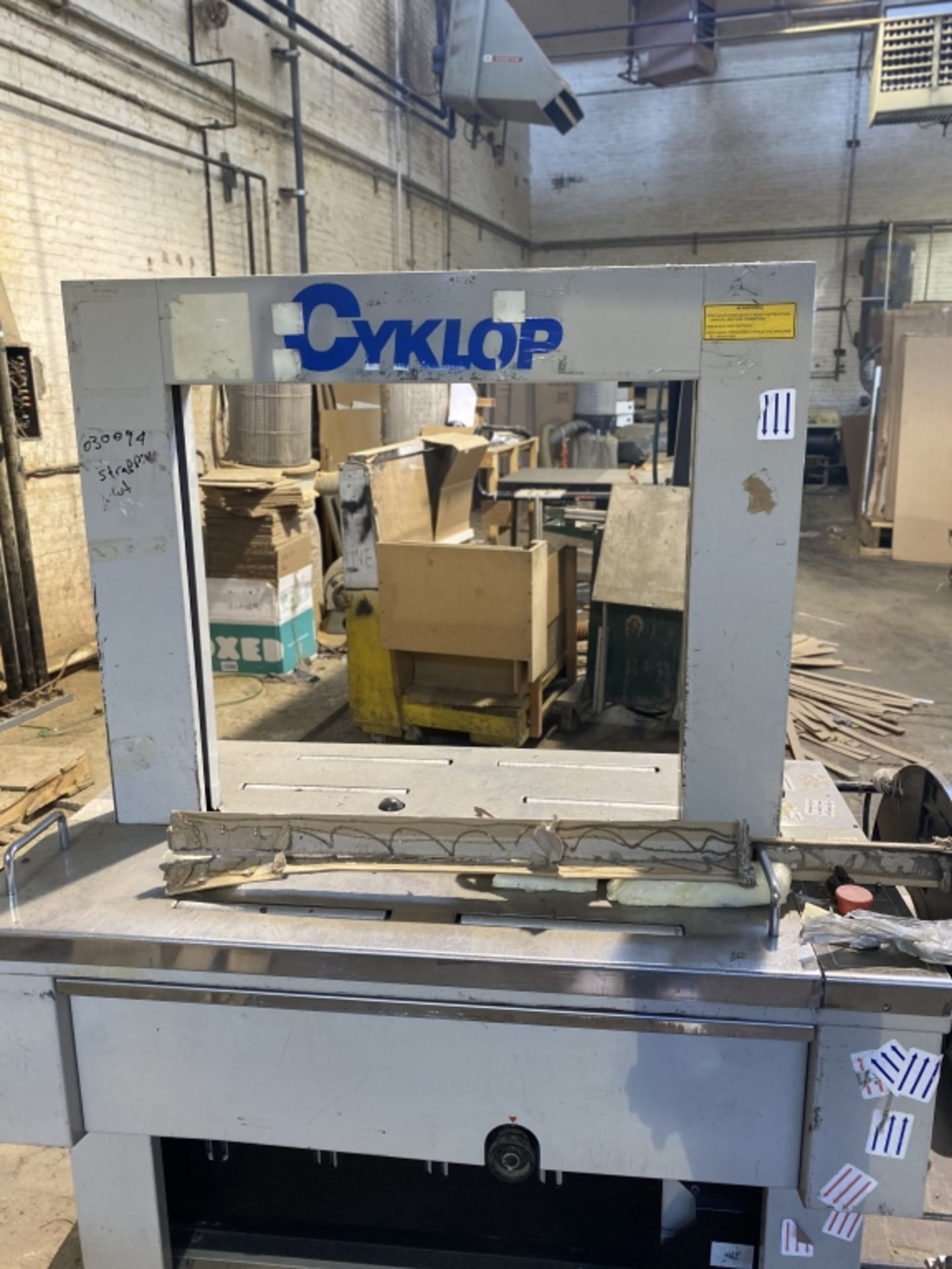 Lot 1019 - 2000 Cyklop Strapping Machine