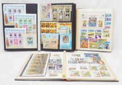 Ca. 2080 Briefmarken und Blocks aus aller Welt