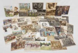 50 militärische Postkarten / Ansichtskarten