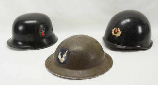 Konvolut von drei Helmen