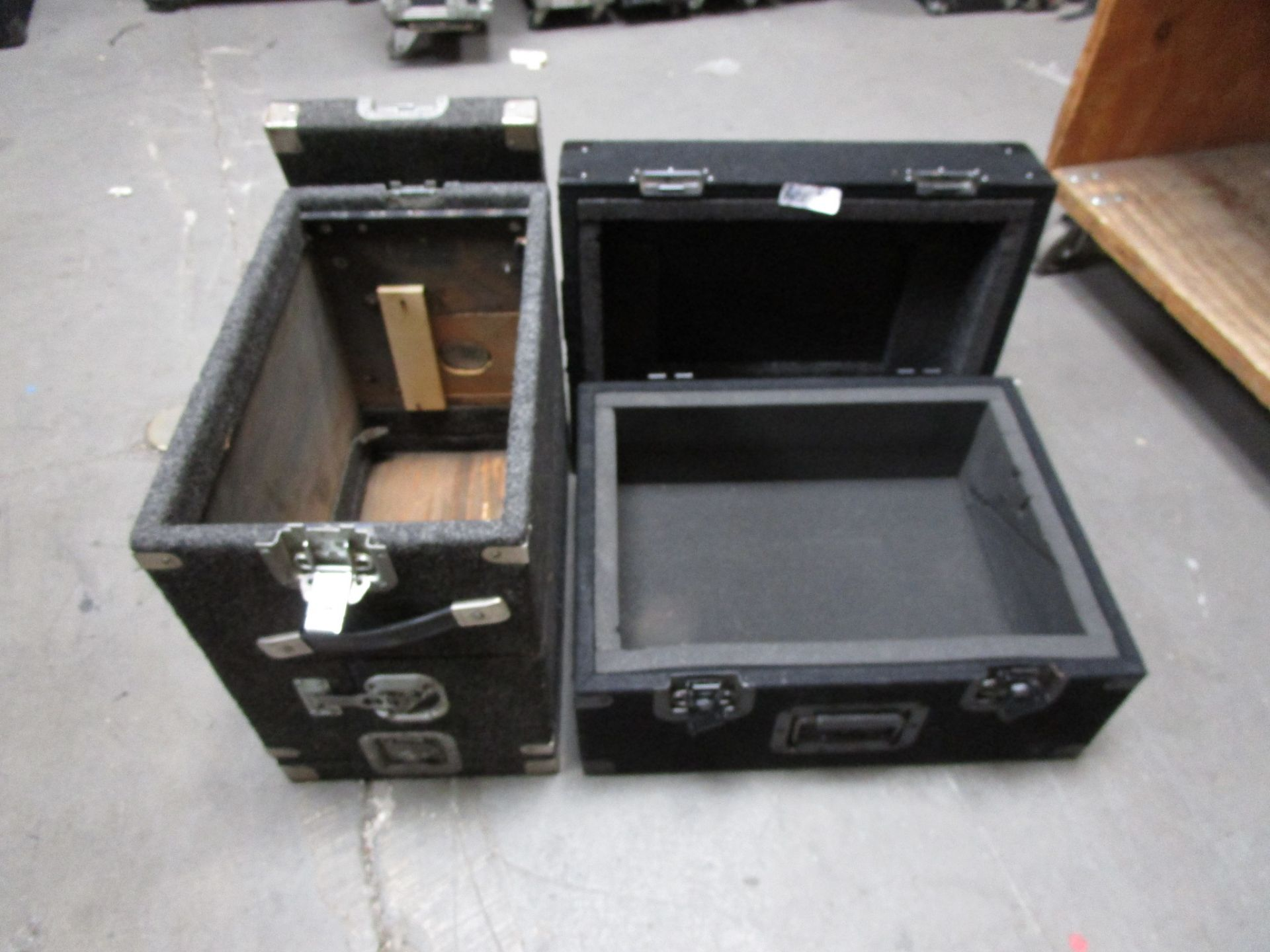 Lot 6 - LOT OF 2 TRAVEL CASES