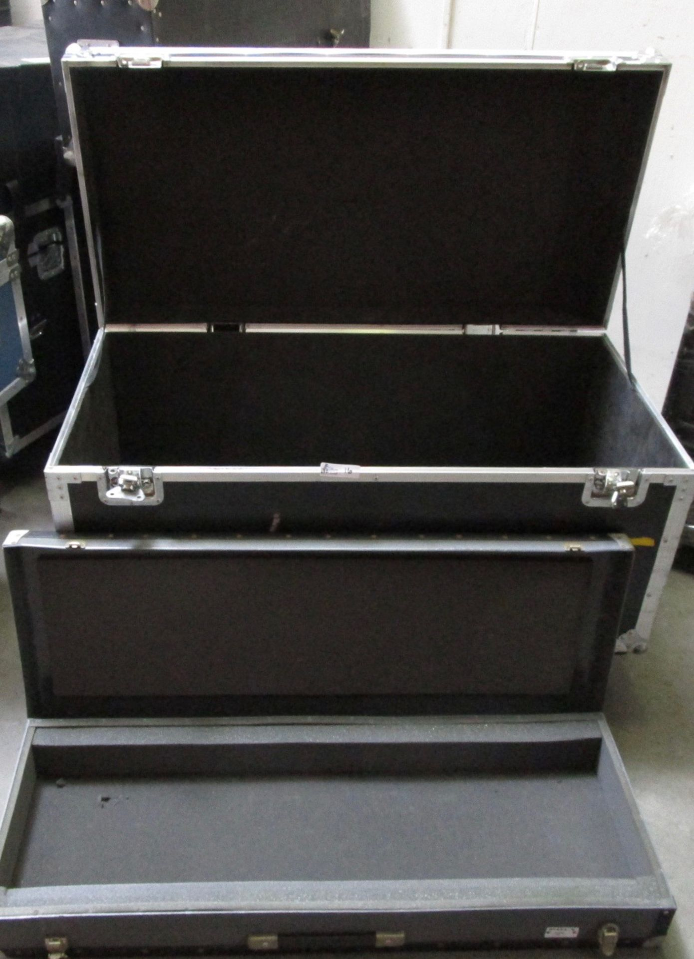Lot 16 - LOT OF 2 TRAVEL CASES