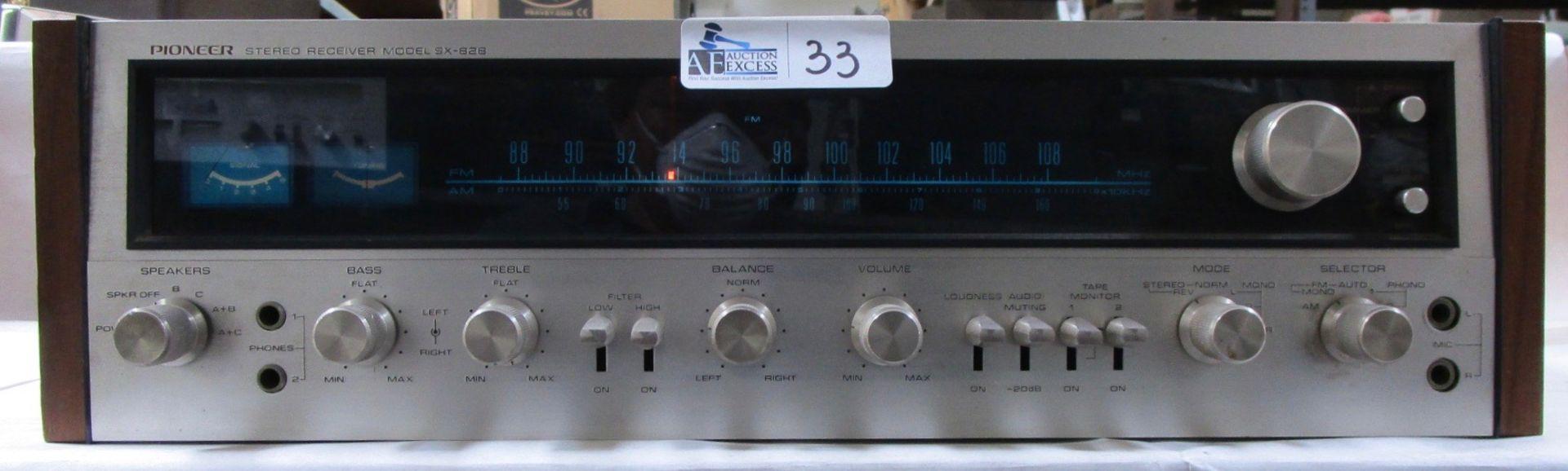 Lot 33 - PIONEER SX-828