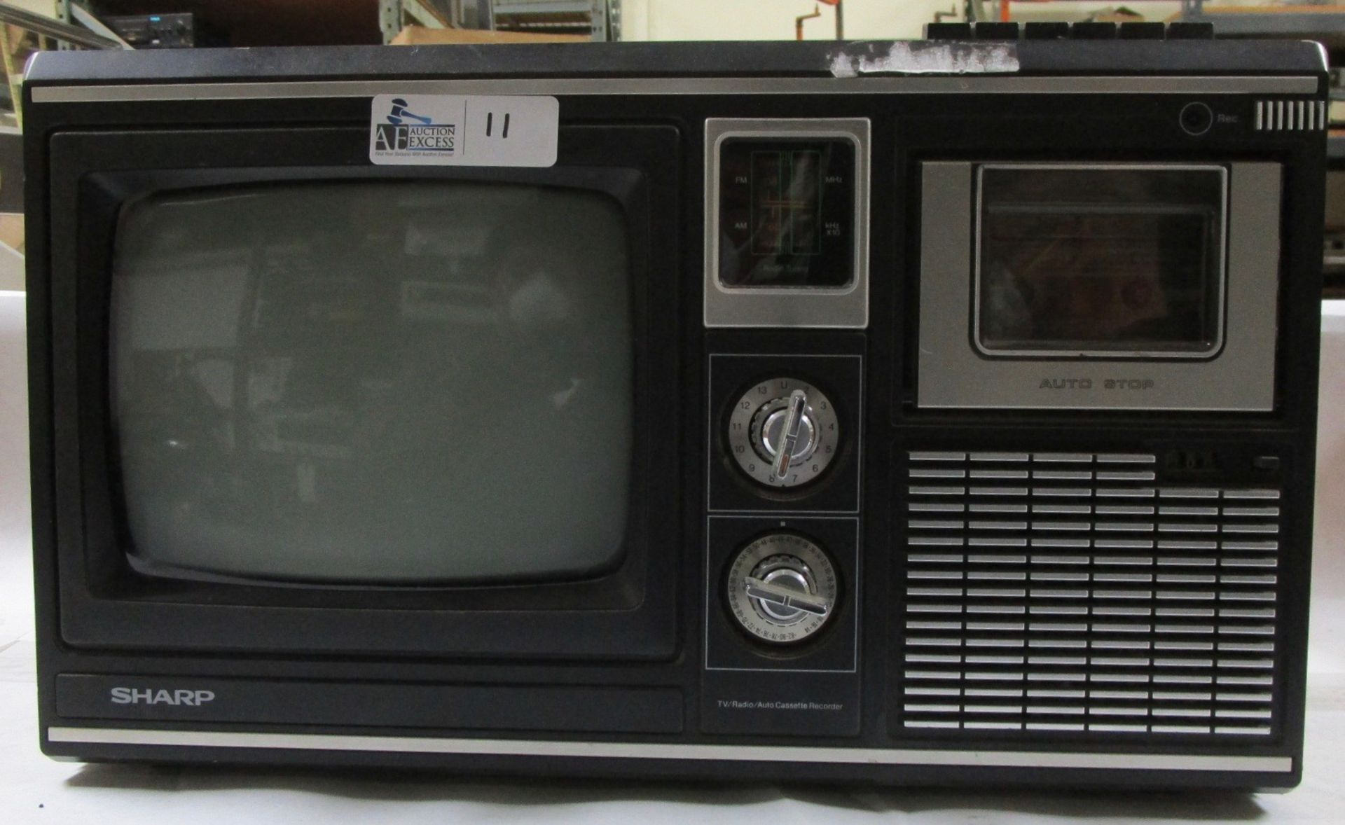 Lot 11 - TRI-MATE 1000 TV/AM/FM CASSETTE RECORDER