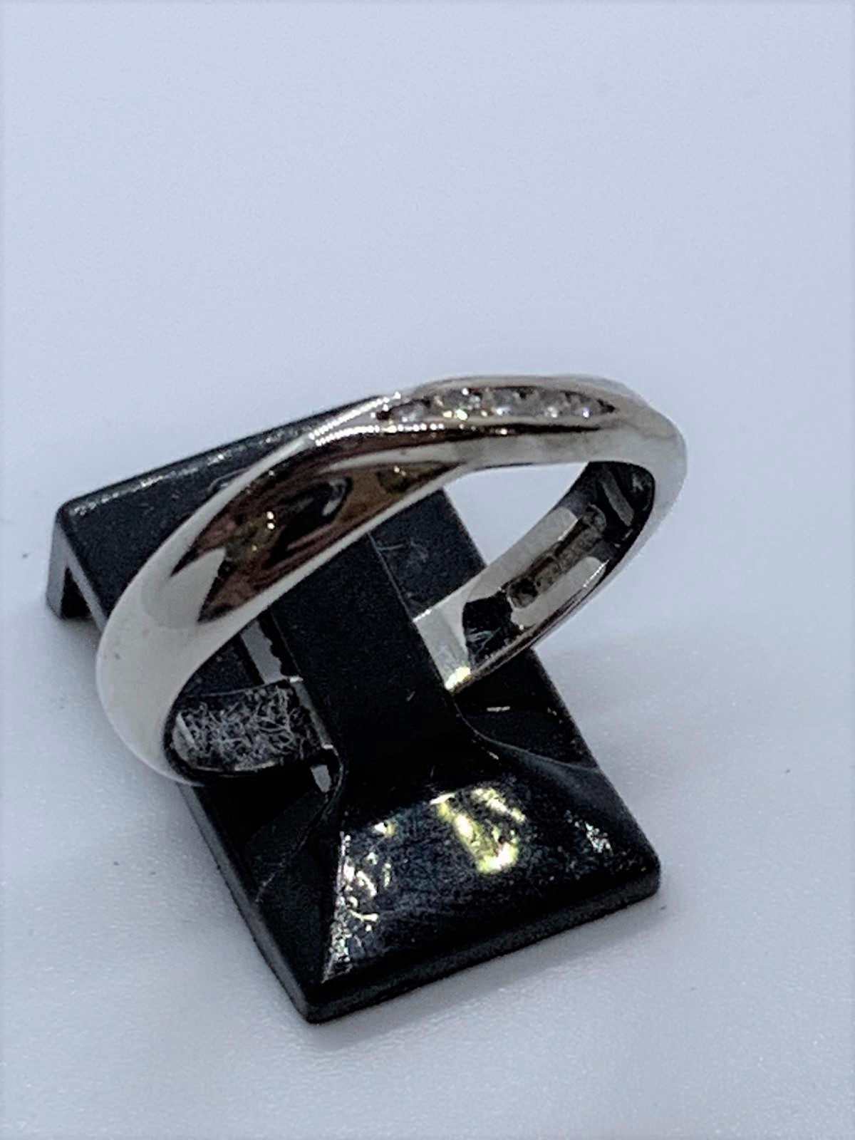 Lot 23 - 18ct white gold diamond ring