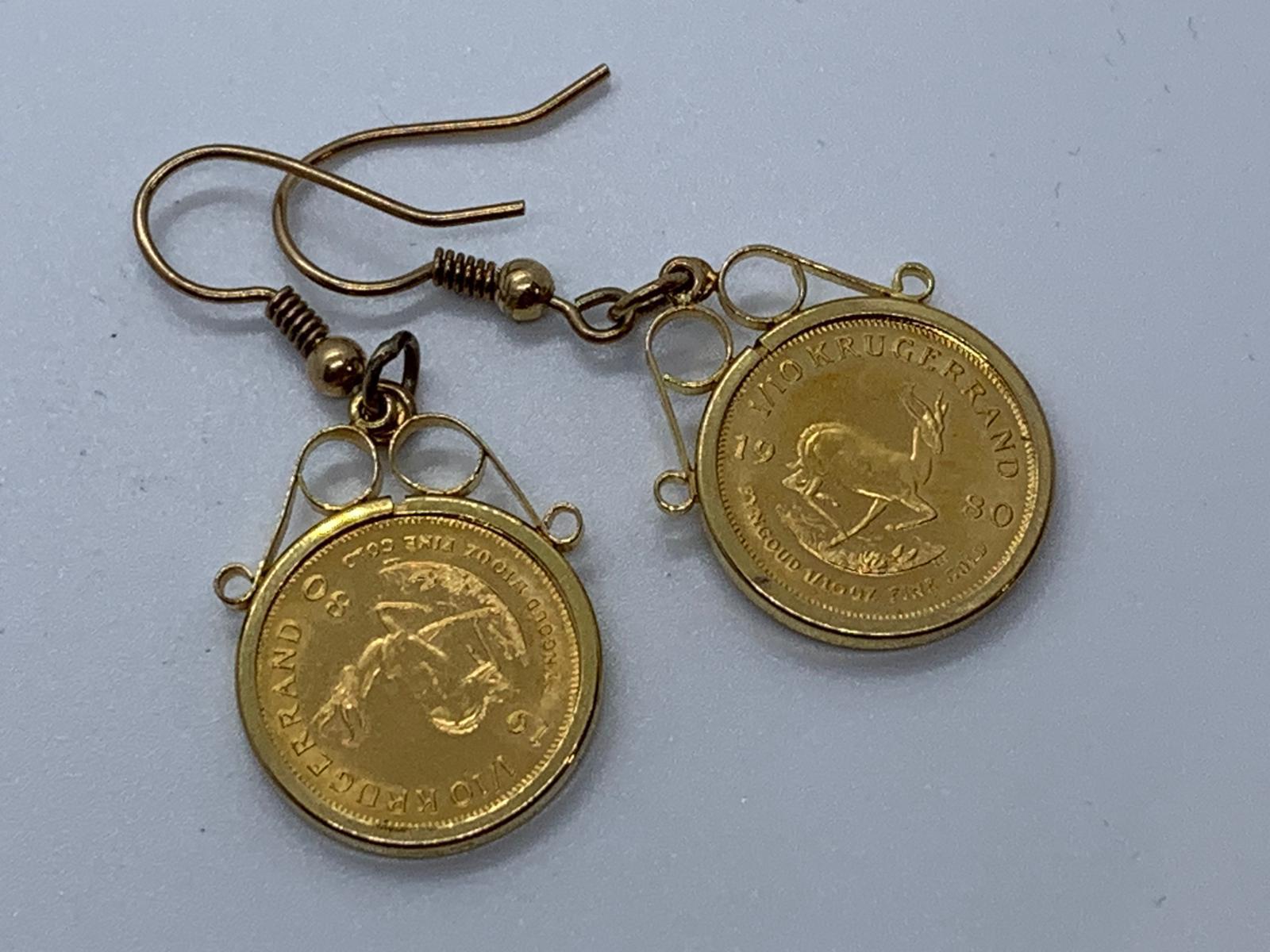 Lot 15 - 9ct gold earrings