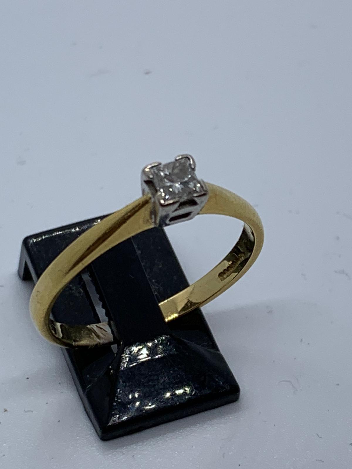 Lot 2 - 18ct gold diamond ring
