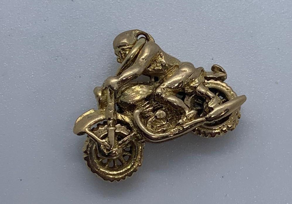 Lot 8 - 9ct gold motorbike charm
