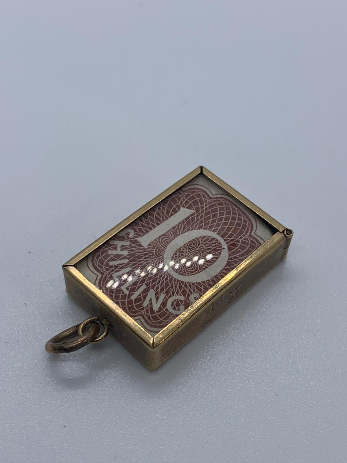 Lot 3 - 9ct gold 10 shilling note charm