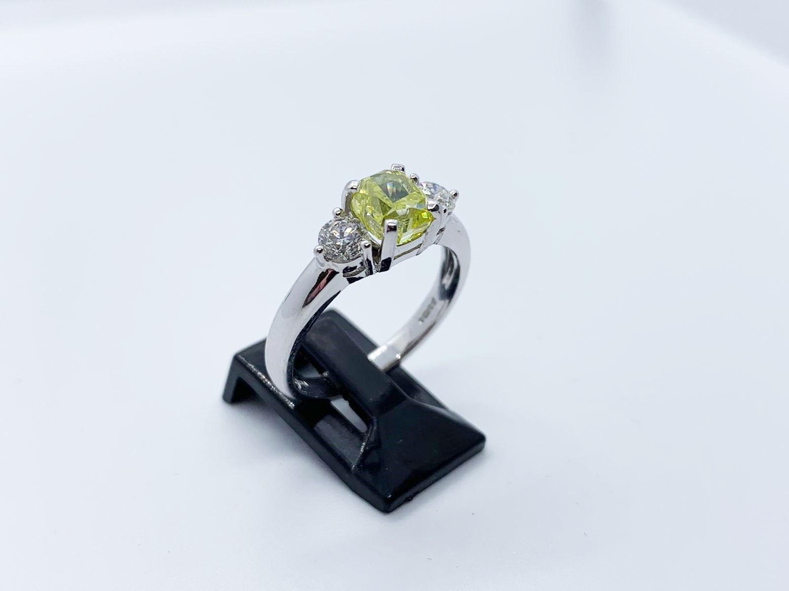 Lot 13 - Platinum diamond ring