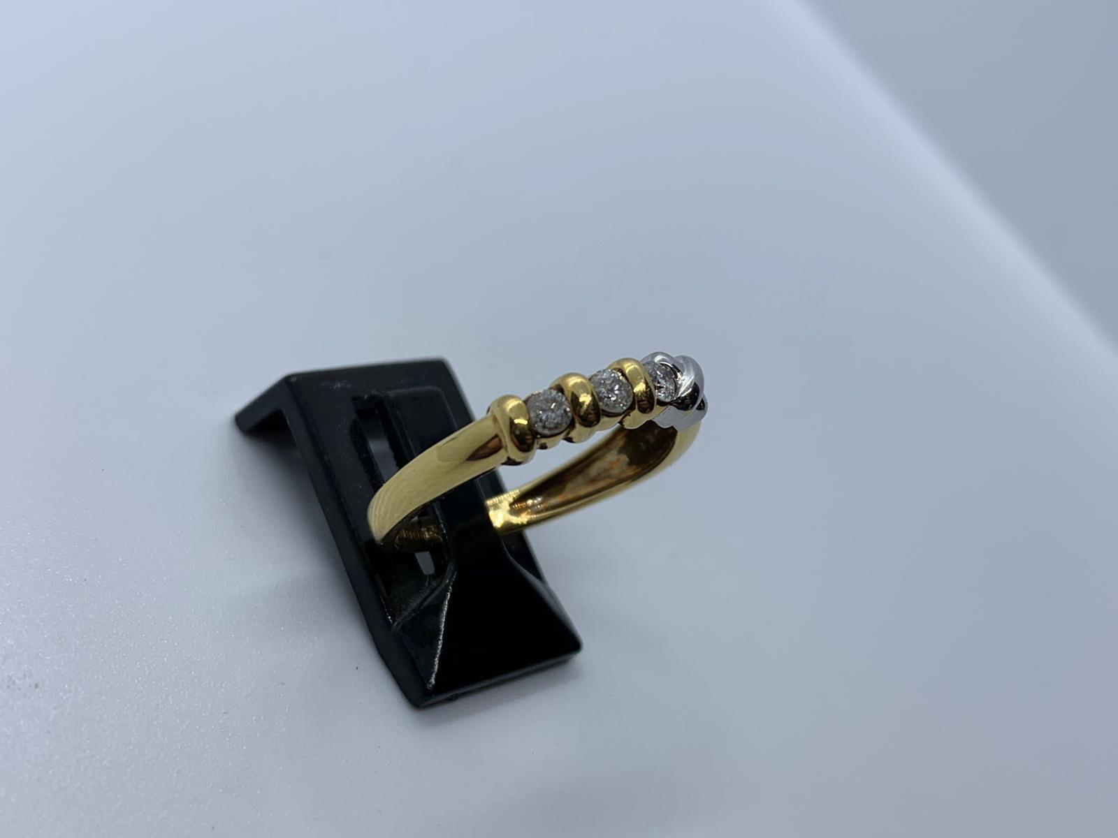 Lot 8 - 18ct 2 colour diamond ring