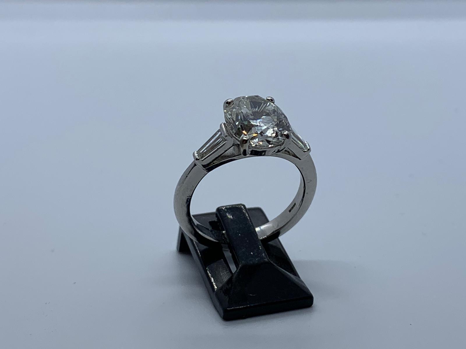 Lot 15 - Platinum & diamond ring