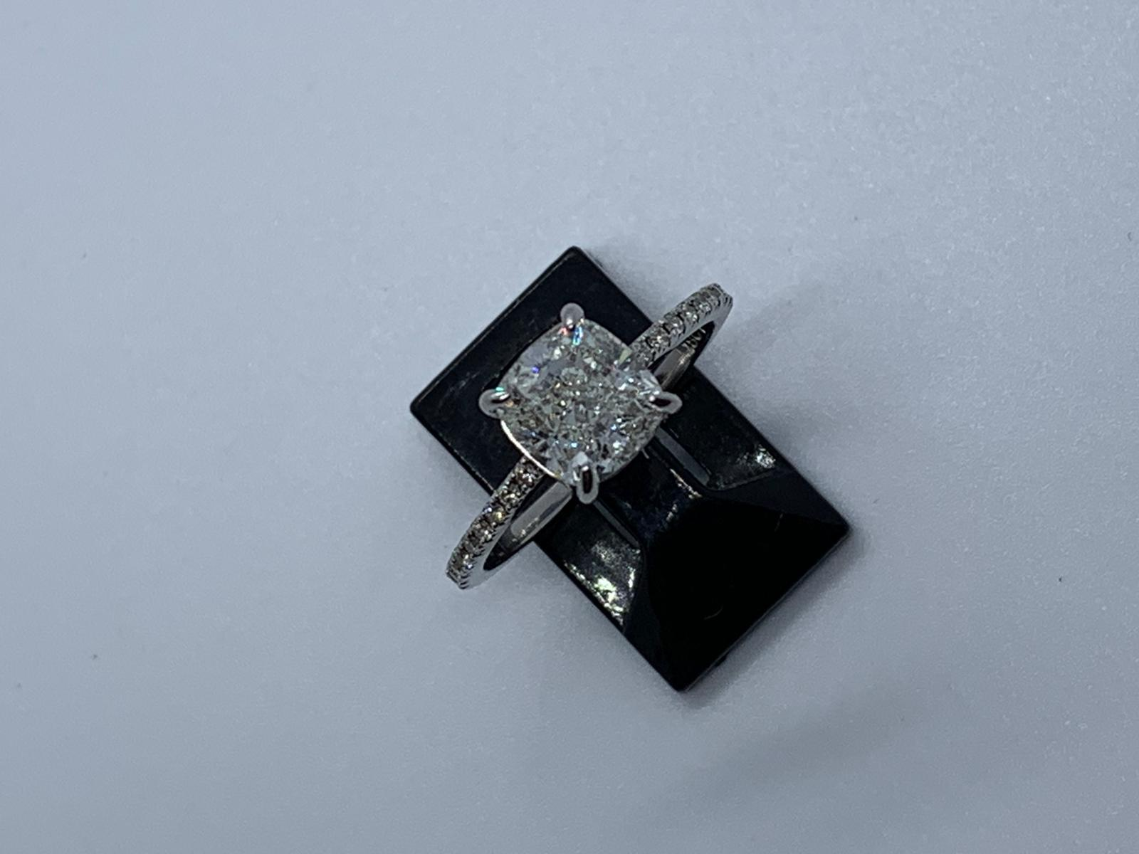 Lot 25 - 18ct white gold diamond ring