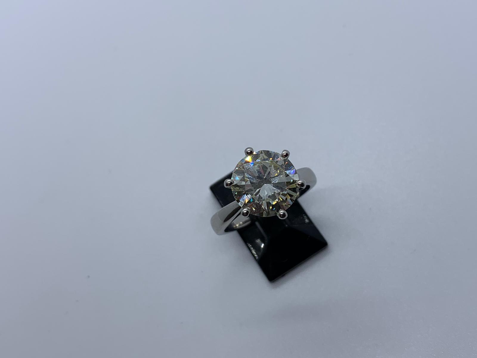 Lot 22 - Platinum single stone diamond ring
