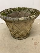 Concrete planter with rope and lattice finish