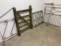 A wooden single gate also with three metal gates etc. Wooden measures: W:92cm x D:cm x H:123cm