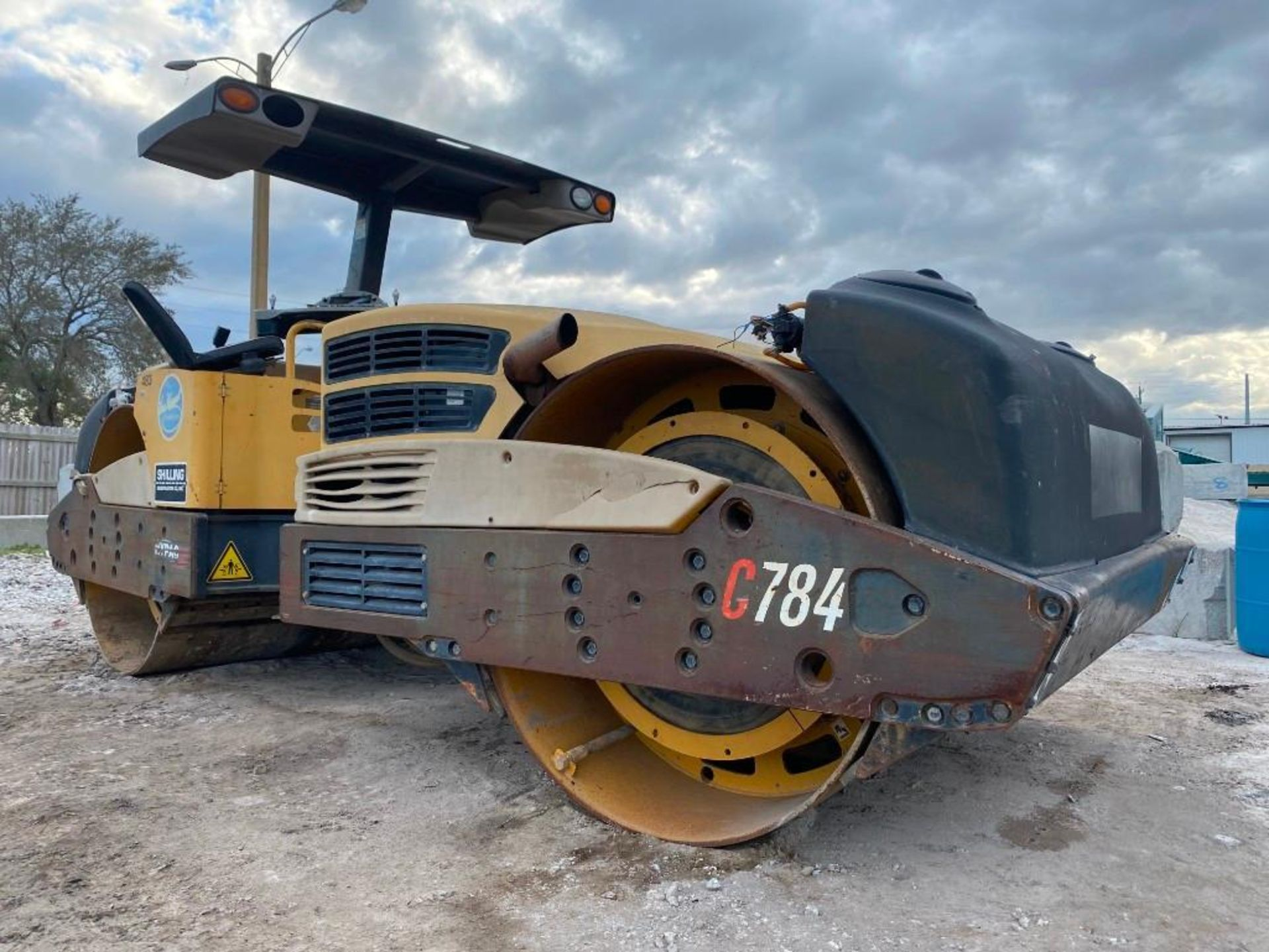 Lot 29 - HYPAC C784A TANDEM VIBRATORY SMOOTH DRUM ROLLER, WATER SYSTEM