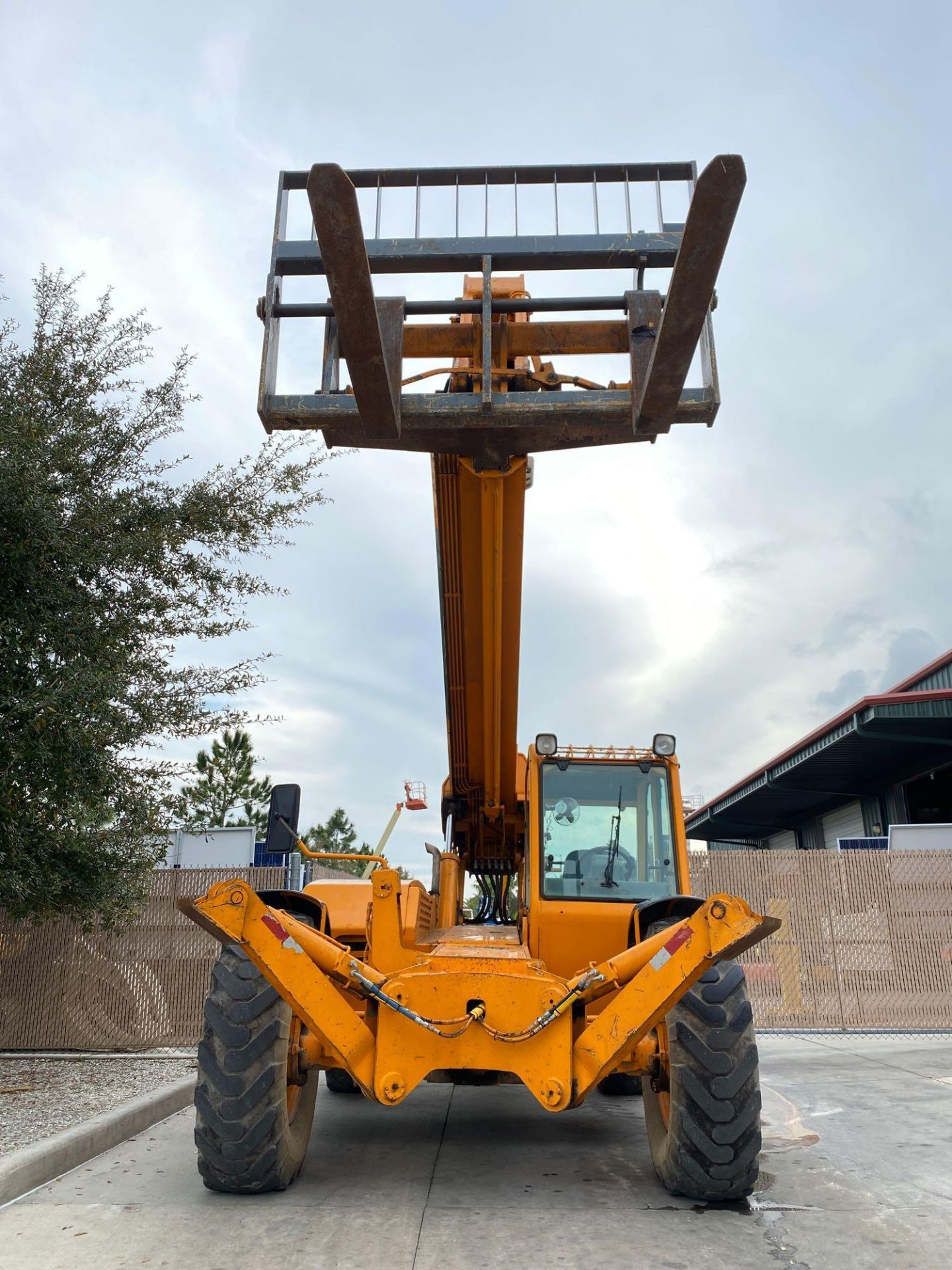 Lot 28 - GEHL DL-10H DIESEL TELESCOPIC FORKLIFT, 4x4 10,000 LB CAPACITY, RUNS AND OPERATES