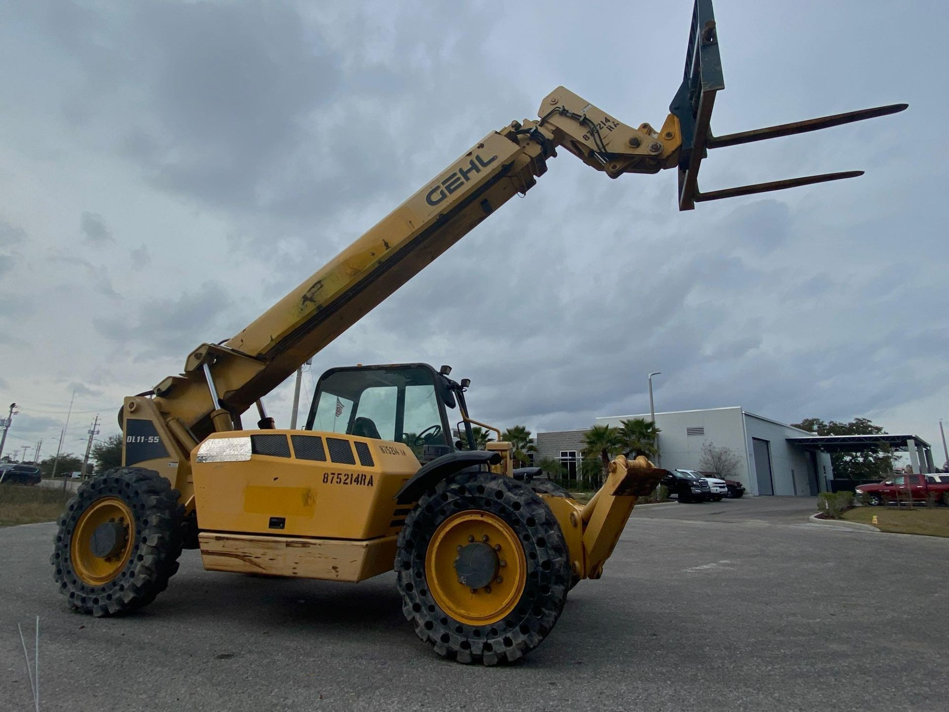Lot 27 - 2011 GEHL DL11-55 TELESCOPIC FORKLIFT, 11,000 LB CAPACITY, 55' REACH, DIESEL, OUTRIGGERS
