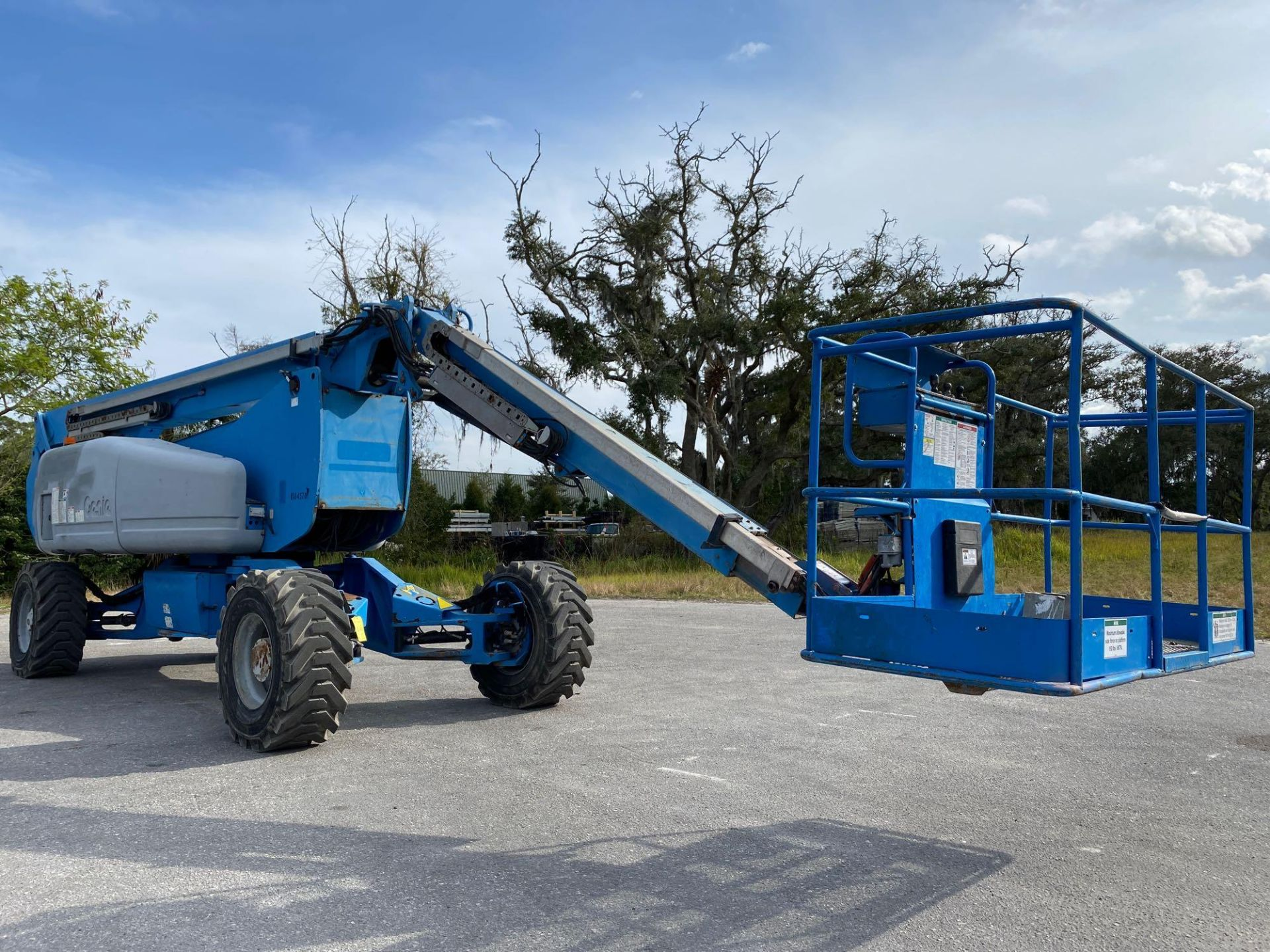 Lot 66 - 2011 GENIE Z135/70 BOOM LIFT 4x4, POWERED BY DEUTZ DIESEL ENGINE,135' PLATFORM HEIGHT