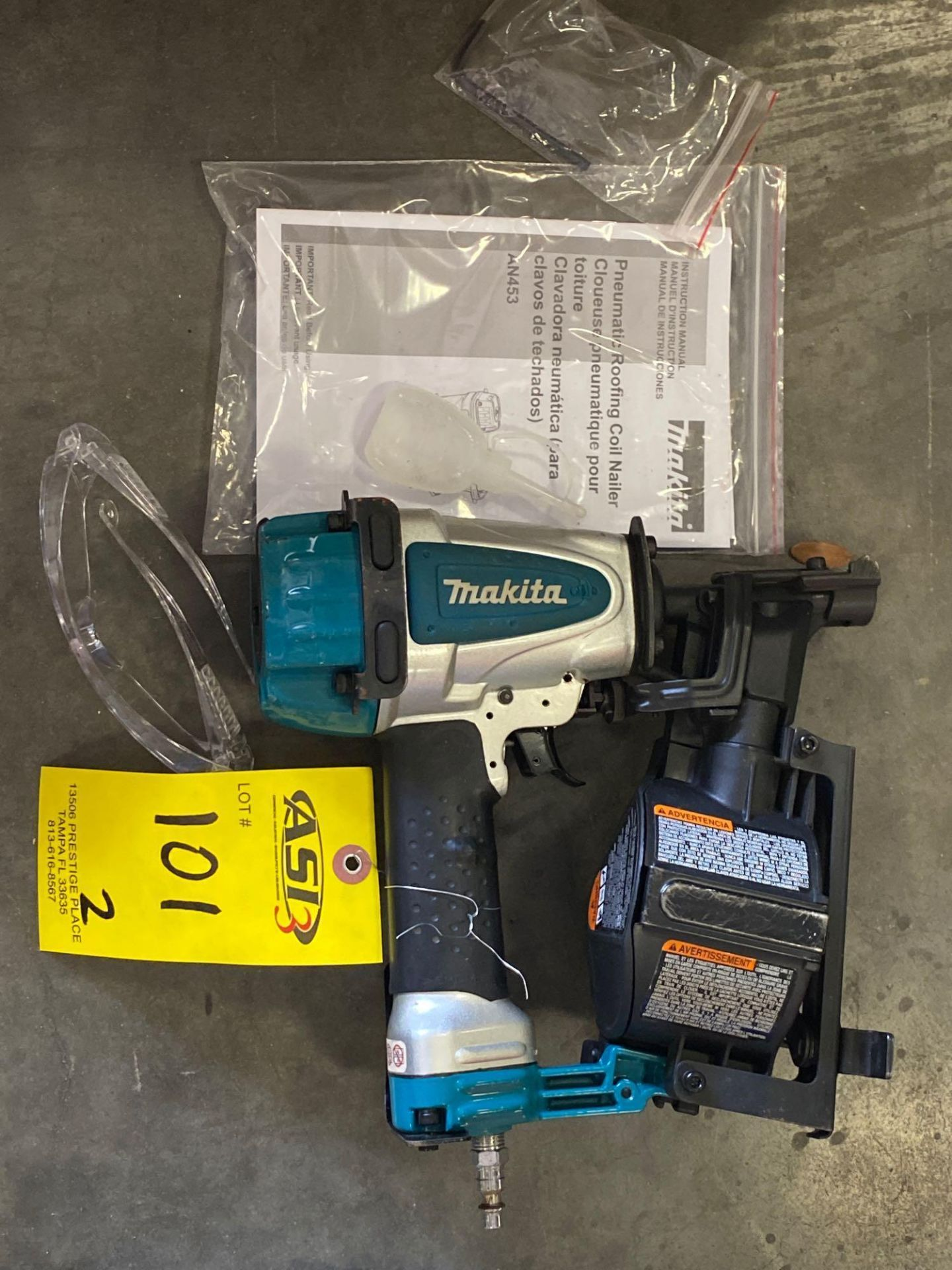 Lot 101 - MAKITA PNEUMATIC ROOFING COIL NAILER