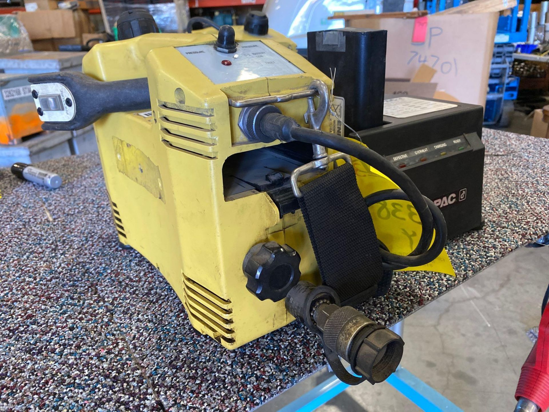 Lot 338 - ENERPAC PBR12001B HYDRAULIC PUMP AND BATTERY CHARGER