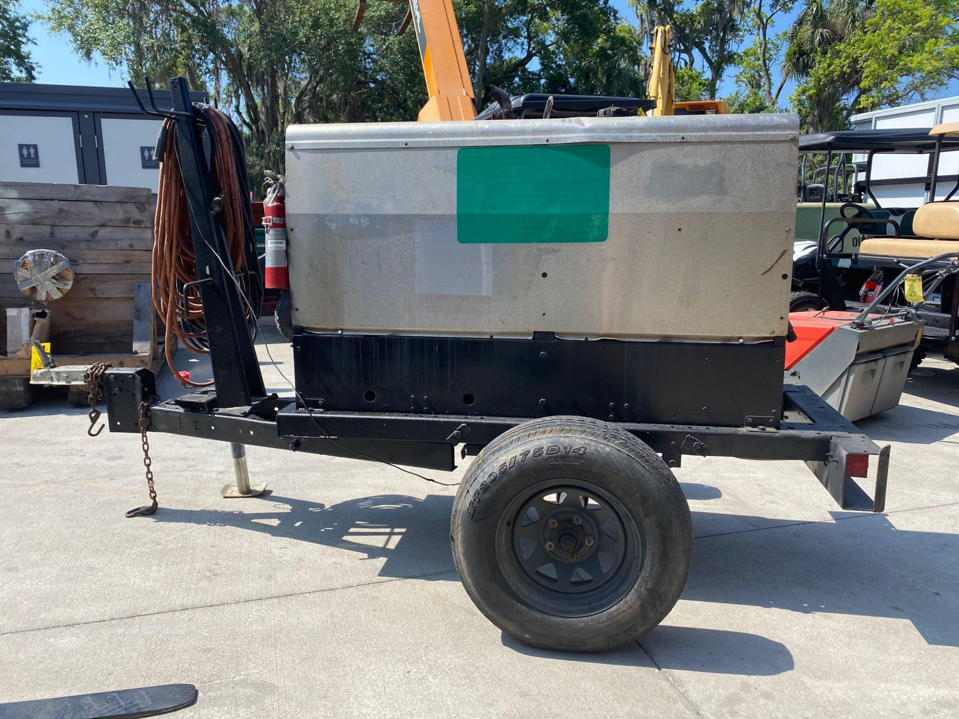 Lot 188 - LINCOLN ELECTRIC VANTAGE 300 WELDER, TRAILER MOUNTED, RUNS AND OPERATES
