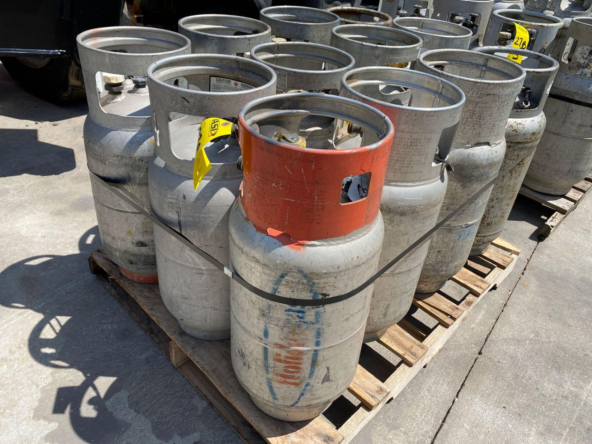 Lot 27A - PALLET OF ASSORTED LP TANKS