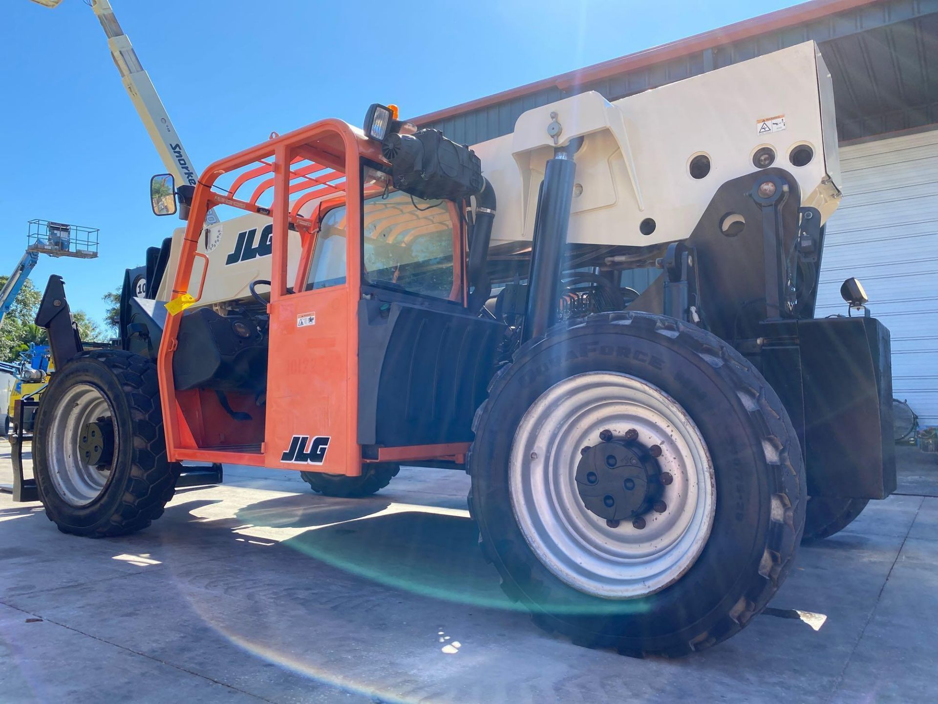 Lot 16 - 2013 JLG TELESCOPIC FORKLIFT MODEL G10-55A, 10,000 LB CAPACITY, OUTRIGGERS, 5,717.7 HOURS SHOWING, C