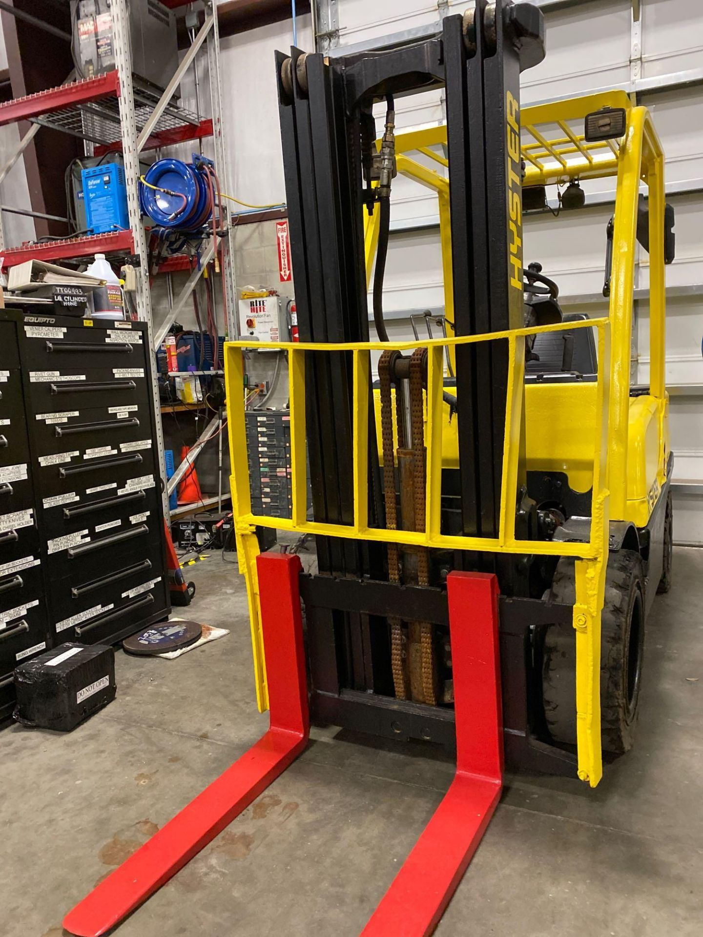 """Lot 17 - HYSTER H70FT FORKLIFT, APPROX. 7,000 LB CAPACITY, 181.9"""" HEIGHT CAP, TILT, RUNS AND OPERATES"""