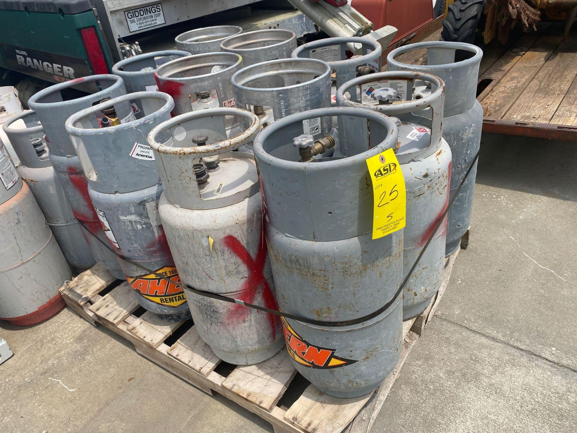 Lot 25 - PALLET OF PROPANE TANKS, ALUMINUM AND STEEL