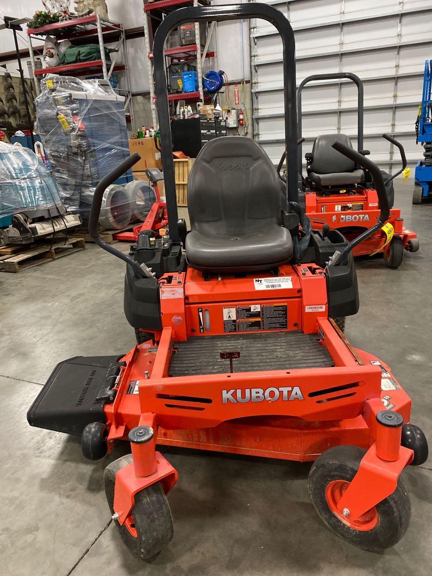 """Lot 33 - 2016 KUBOTA Z122RKW 42"""" RIDE ON MOWER, 3.9 HOURS SHOWING, RUNS AND OPERATES"""