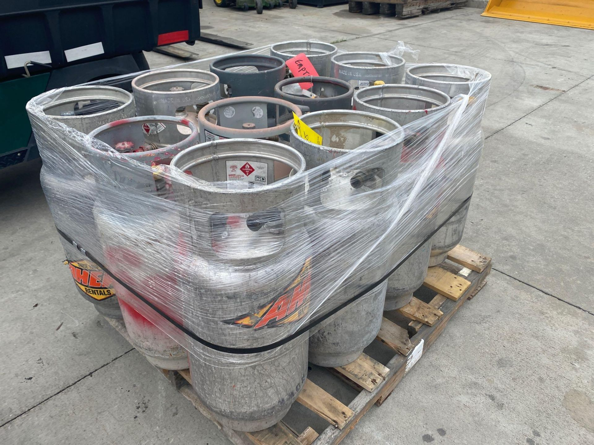 Lot 28 - PALLET OF PROPANE TANKS, ALUMINUM AND STEEL