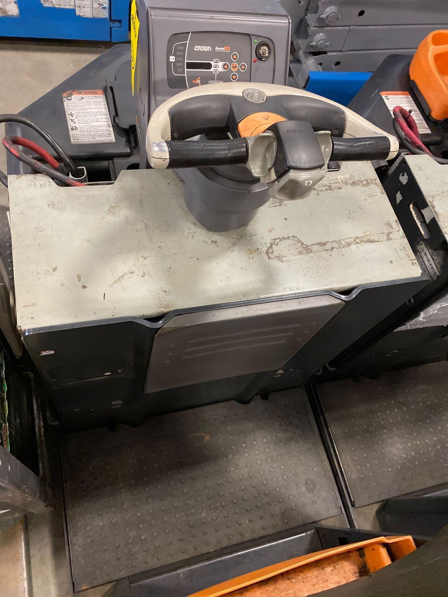 Lot 30 - 2012 CROWN ELECTRIC PALLET JACK, 8,000 LB CAPACITY, MODEL PC4500-80, 24V, RUNS AND OPERATES