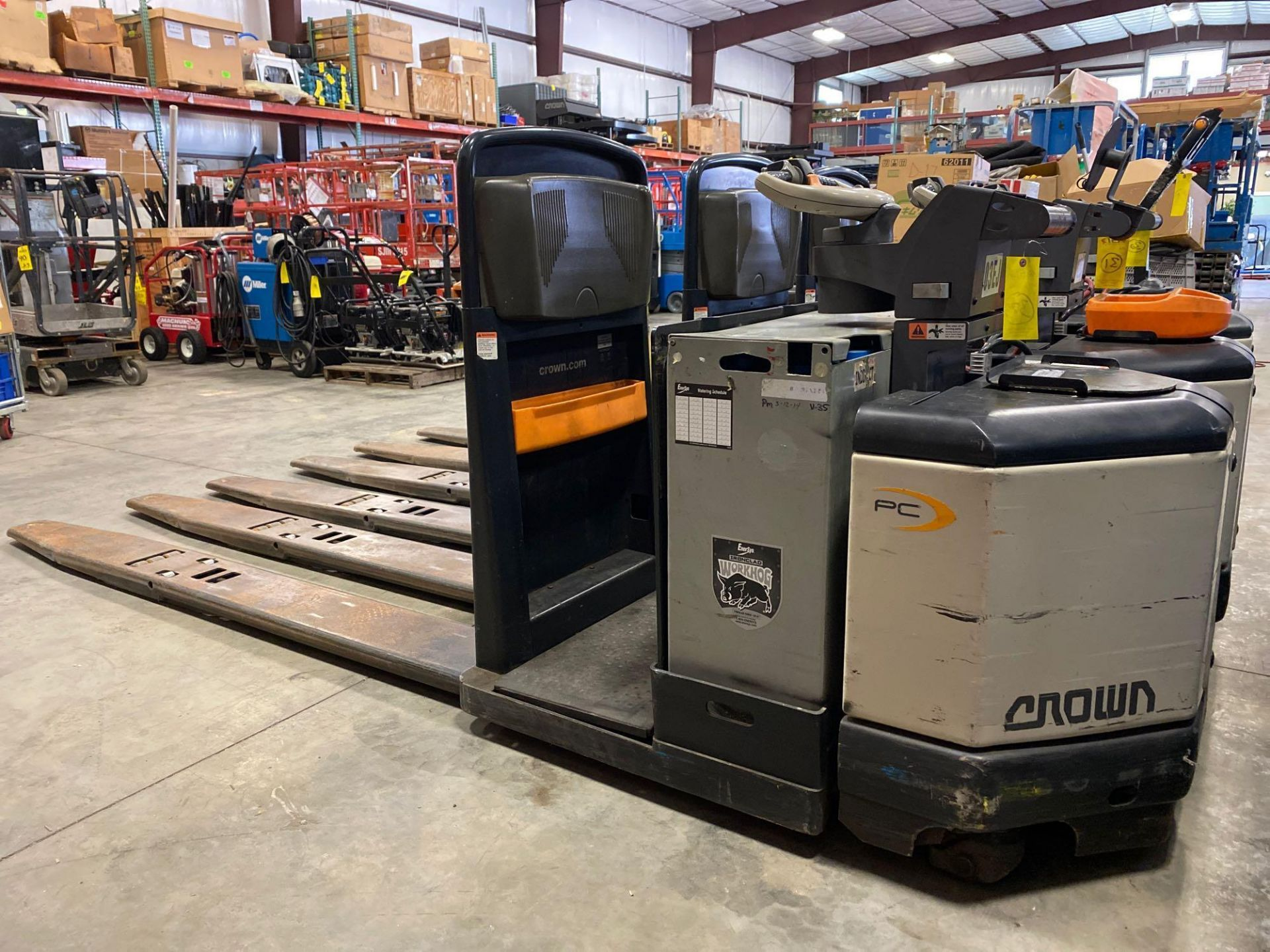 Lot 32 - 2012 CROWN ELECTRIC PALLET JACK, 8,000 LB CAPACITY, MODEL PC4500-80, 24V, RUNS AND OPERATES