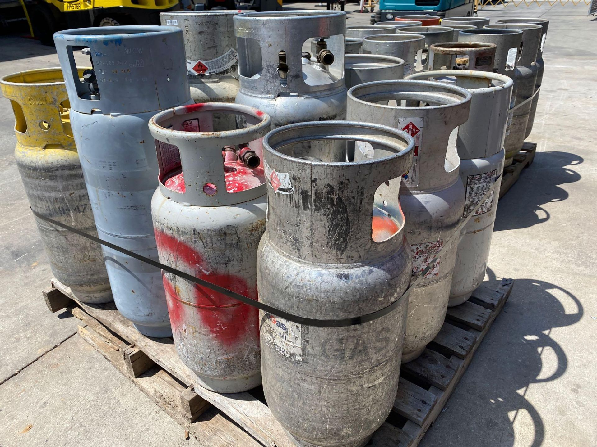 Lot 27B - PALLET OF ASSORTED LP TANKS