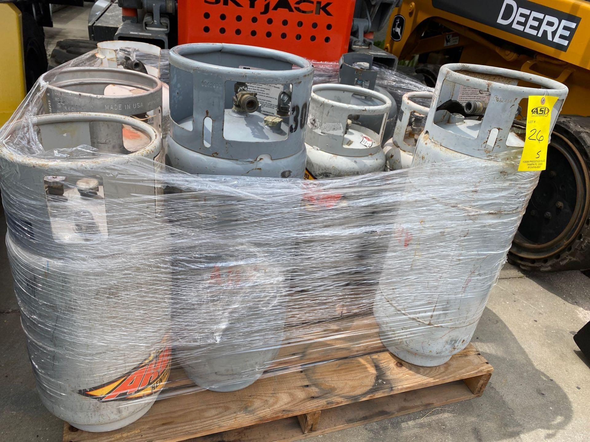 Lot 26 - PALLET OF PROPANE TANKS, ALUMINUM AND STEEL