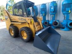 2010 GEHL 5640 TIRBO DIESEL SKID STEER WITH BUCKET ATTACHMENT, RUNS AND OPERATES