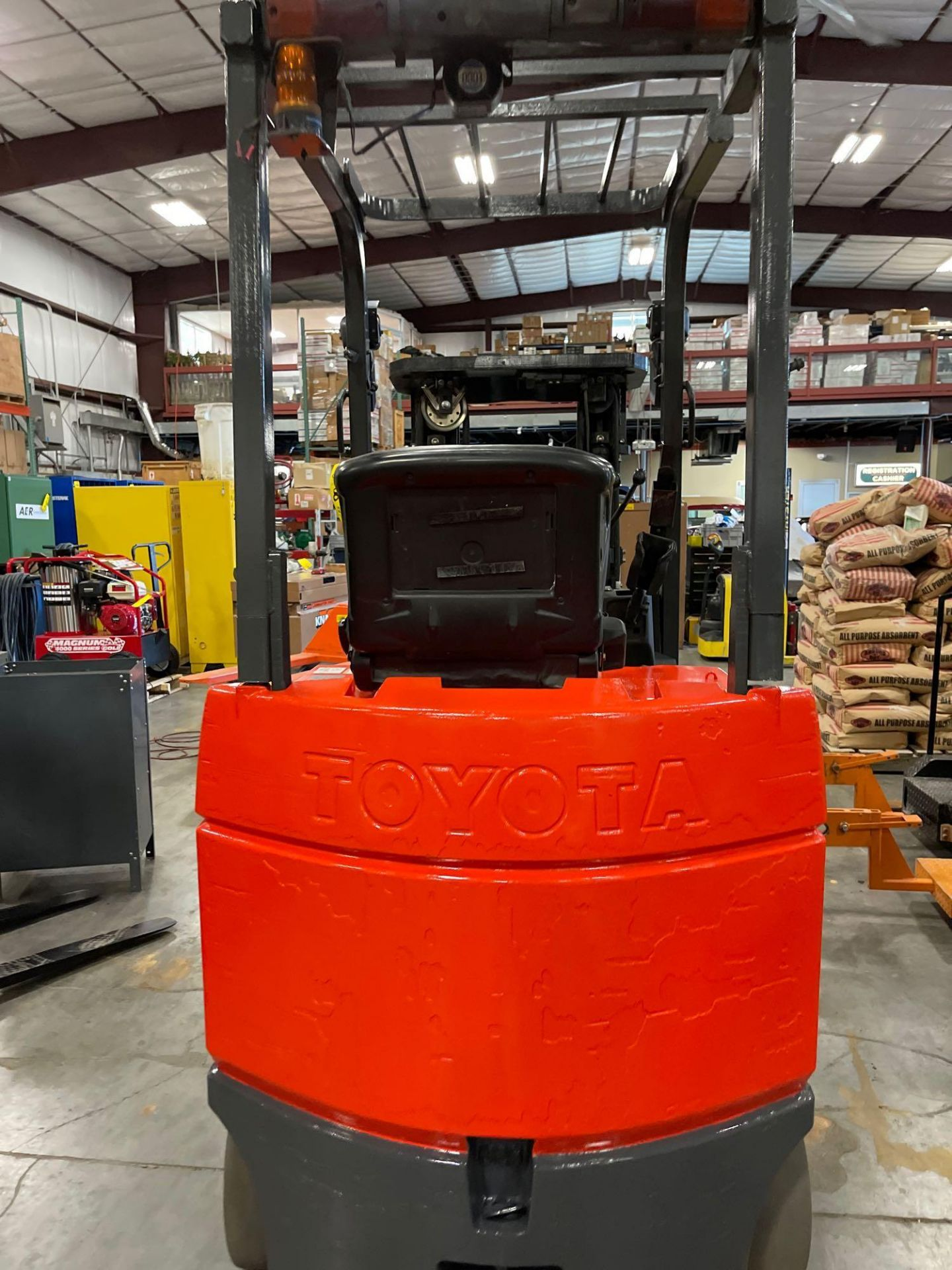 """TOYOTA 7FBCU25 ELECTRIC FORKLIFT, 5,000 LB CAPACITY, 170.5"""" HEIGHT CAPACITY, TILT, SIDE SHIFT - Image 9 of 16"""